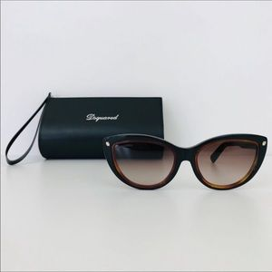 NWT DSquared sunglasses and case brown/black ❤️❤️